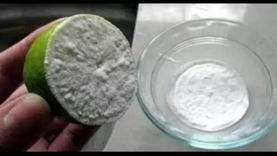 Citron au bicarbonate de soude pour obtenir une peau blanche en 10 minutes astuces maquillage - Citron et bicarbonate ...