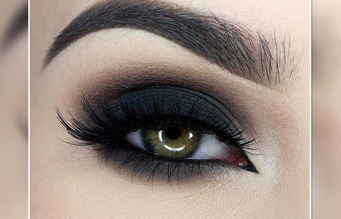 des trucs brillants d eye liner que vous souhaiteriez appliquer astuces maquillage. Black Bedroom Furniture Sets. Home Design Ideas